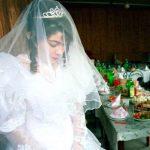 کودکی فراموش شده در لباس سفید عروسی