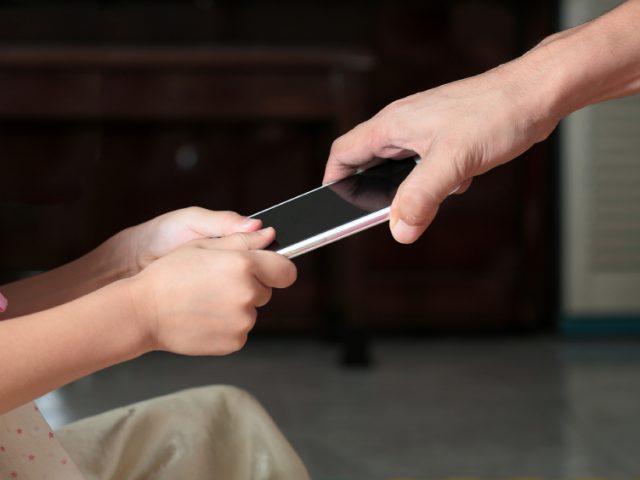 نشانههای احتمال اعتیاد کودکان به نمایشگرها معلوم شد: چیزی بیشتر از مدت زمان استفاده مطرح است
